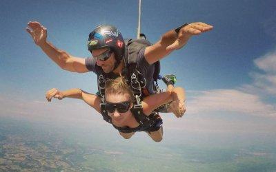 Prova l'emozione di lanciarti con il paracadute